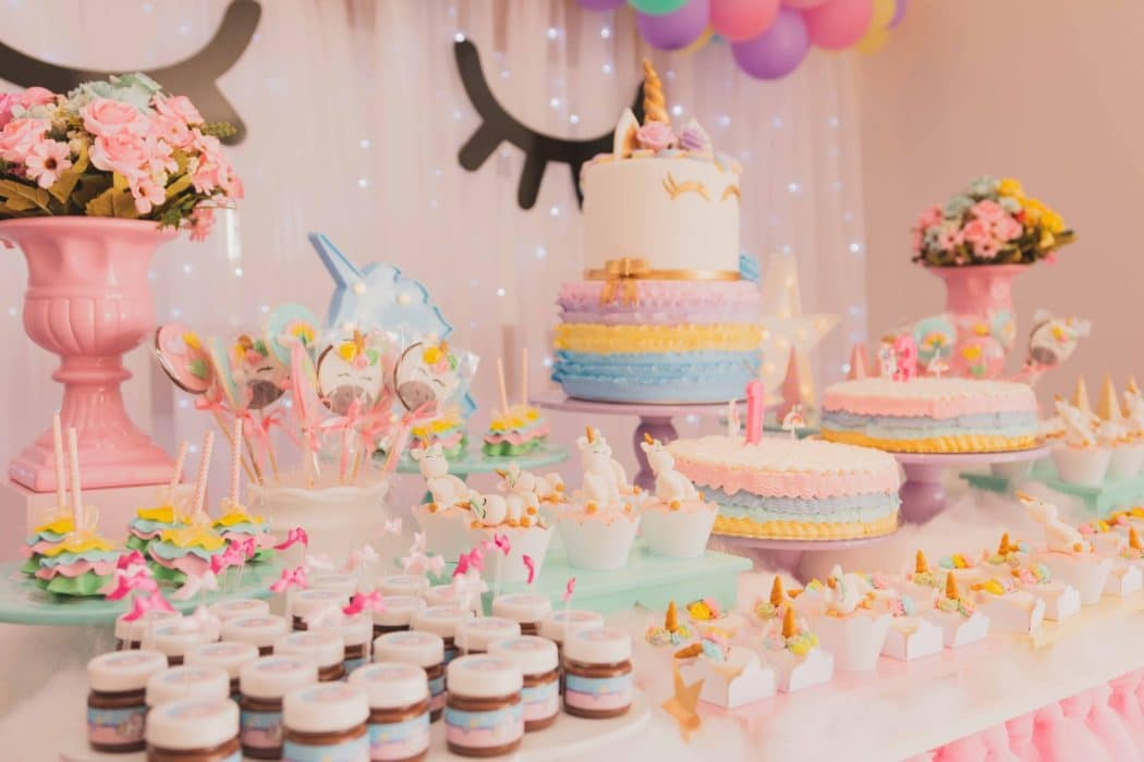 Anniversaire licorne: pour quel âge? comment l'organiser? comment décorer? Nos idées et notre shopping liste des indispensables