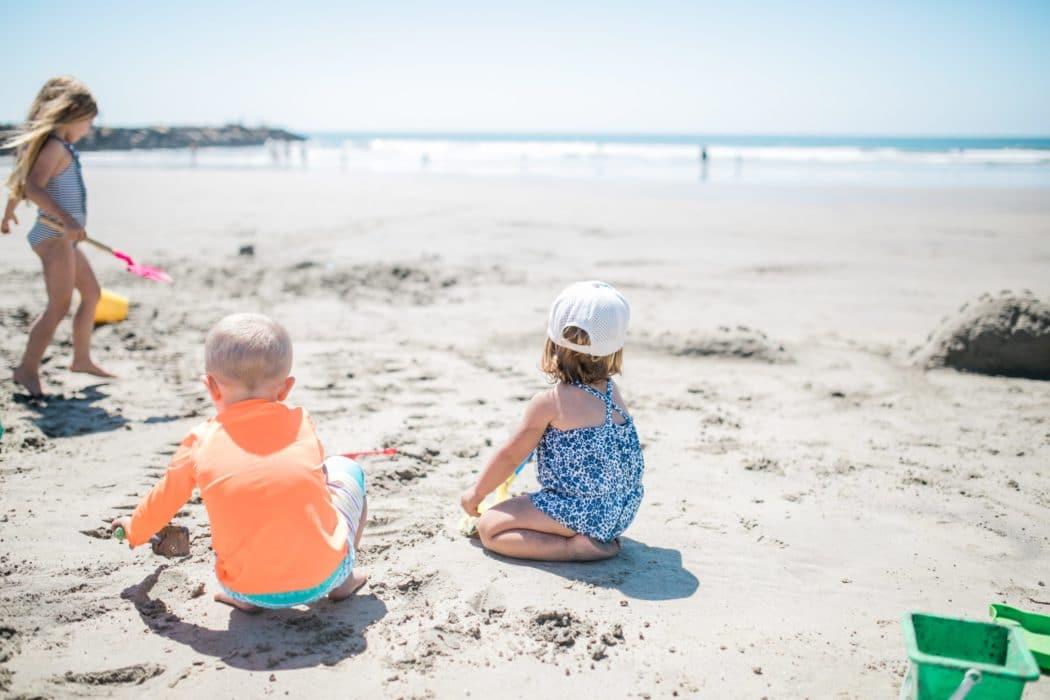 Comment bien préparer sa sortie à la plage avec bébé ?