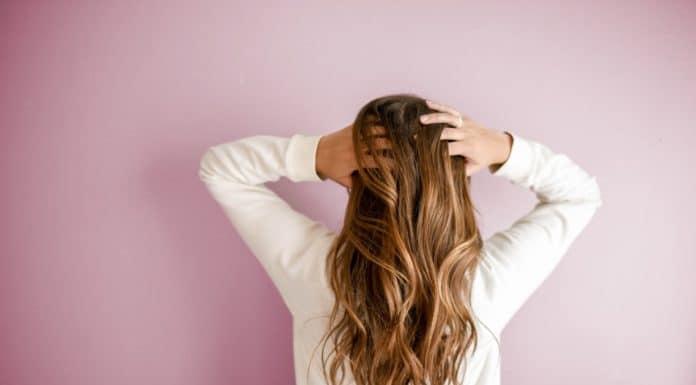 Perte-de-cheveux-après-grossesse -causes-et-solutions-