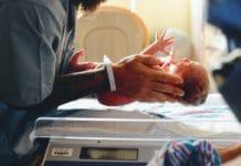 Tout-savoir-sur-le-vernix-de-bébé