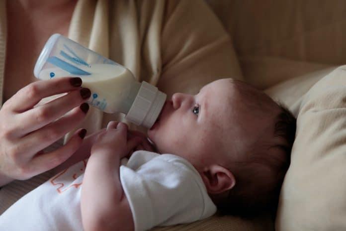 allaitement-comment-sevrer-son-bebe-en-douceur