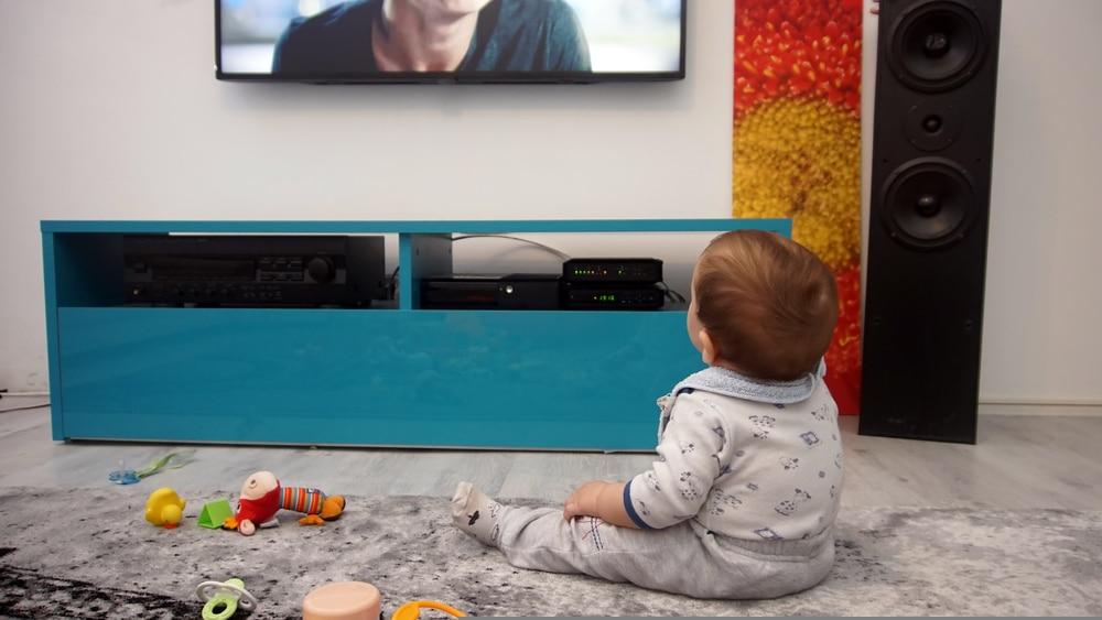 bébé-télévision