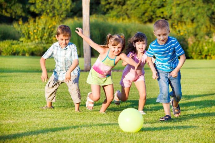 9 idées de jeux de ballon à faire avec les enfants