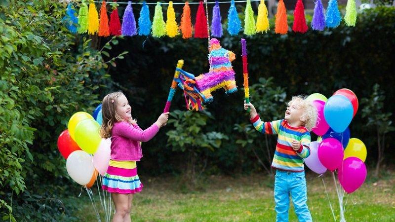 jeu anniversaire enfant pinata