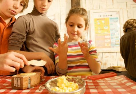 Fabriquer beurre avec enfants