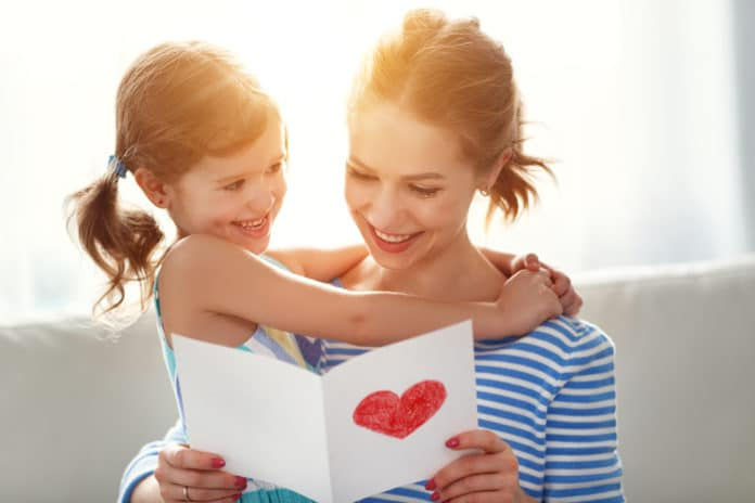 DIY Maternelle Idées pour fabriquer une carte de fête des mères